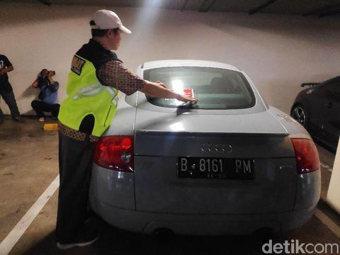 BPRD DKI menemukan mobil jenis Audi yang menunggak pajak selama 12 tahun.