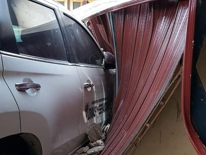 Kecelakaan Mobil dan Motor di Sungai Ambawang, Kalbar (Dok. Polsek Sungai Ambawang)