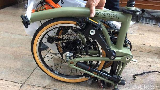 Sepeda Brompton yang diselundupkan lewat maskapai Garuda Indonesia