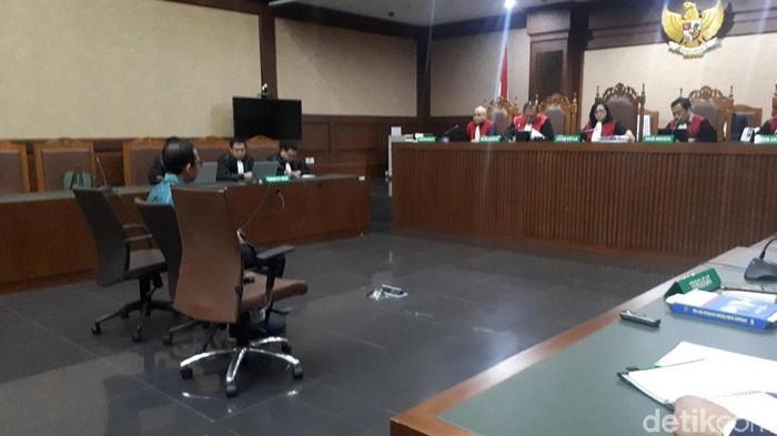 Foto: Majelis hakim menolak eksepsi yang diajukan Tubagus Chaeri Wardana alias Wawan atas kasus korupsi pengadaan alat kesehatan dan pencucian uang. (Faiq-detikcom)