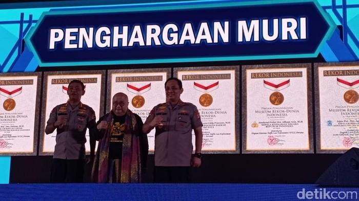 Kapolri hingga Kapolda Metro Jaya meraih penghargaan Muri. (Samsudhuha Wildansyah/detikcom)