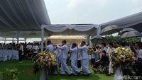 Dimakamkan Hari Ini, Jenazah Ciputra Tiba di Jonggol