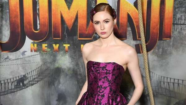 Gaya Karen Gillan di Acara Jumanji: The Next Level