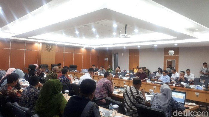 Dishub DKI Jakarta melakukan rapat anggaran dengan Komisi B DPRD DKI Jakarta terkait pembangunan LRT. (Dwi/detikcom)