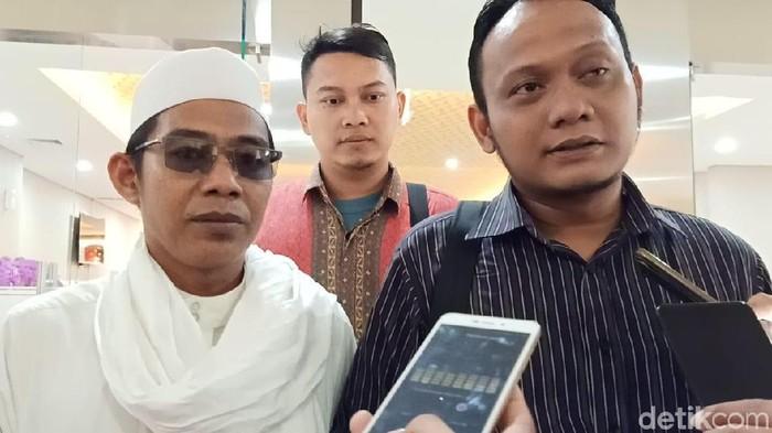 Salman Al Farisi melaporkan KH Ahmad Muwafiq atau Gus Muwafiq ke Bareskrim Polri. (Farih Maulana/detikcom)