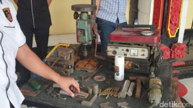 Polres Ogan Komering Ilir (OKI), Sumatera Selatan, menggerebek kawasan produksi senjata api (senpi) ilegal.