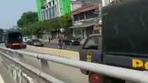 Truk Brimob Lawan Arah di Busway, Kompolnas: Diskresi Hanya Saat Memaksa
