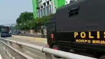 Viral Truk Brimob Lawan Arah di Busway, Polda Metro: Ada Kepentingan Tugas
