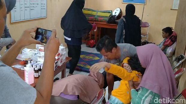 Suasana posko kesehatan di Balai Desa
