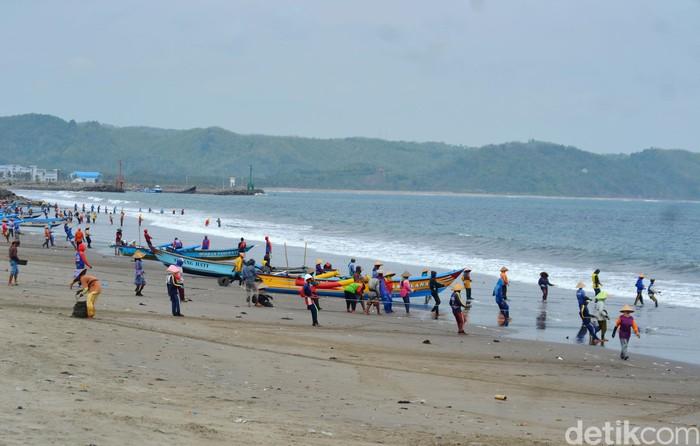 Jaring Ered Daya Tarik Wisata Pantai Timur Pangandaran
