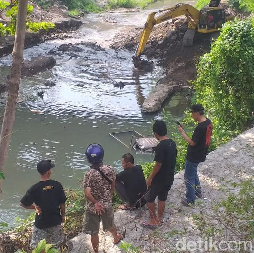 Pikap Nyemplung Kali Gajah Wong Yogya, Polisi Cerita Sopir Sempat Halusinasi