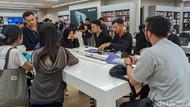 Keramaian Penjualan Perdana iPhone 11 di Indonesia