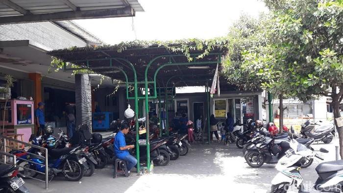 Lokasi ATM tempat Nurhuda menemukan uang Rp 2 juta di ATM. (Pradito Rida Pertana/detikcom)