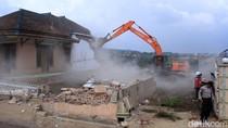 Rumah yang Berada di Proyek Tol Cisumdawu Dihancurkan