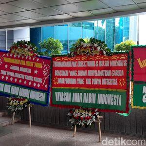 Video Karangan Bunga di Kementerian BUMN Usai Pencopotan Dirut Garuda