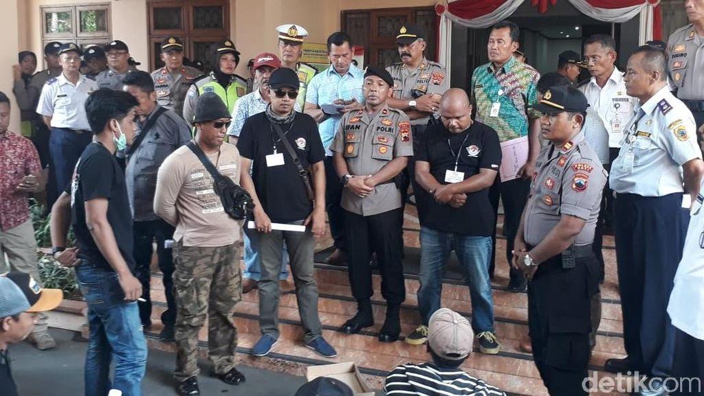 Geruduk DPRD-Polres, Jukir di Pati Adukan Dugaan Pungli Oknum Dishub