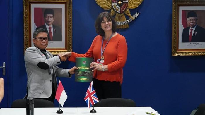 Foto: Delegasi RI melakukan pertemuan bilateral dengan Presiden COP26 Claire Perry (Dok. Sekretariat Delegasi RI pada COP25)