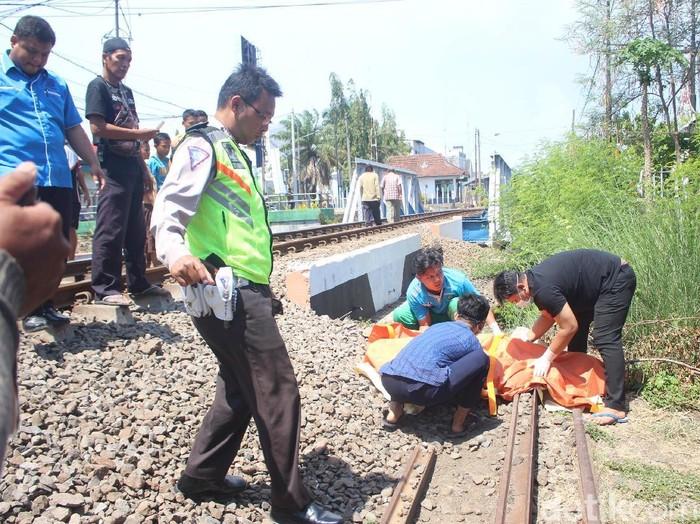 Proses evakuasi korban (Suparno/detikcom)
