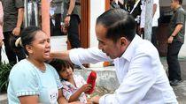 Saat Jokowi Temui Ibu Inah yang Setia Mengikutinya Sejak Pagi di Cilegon