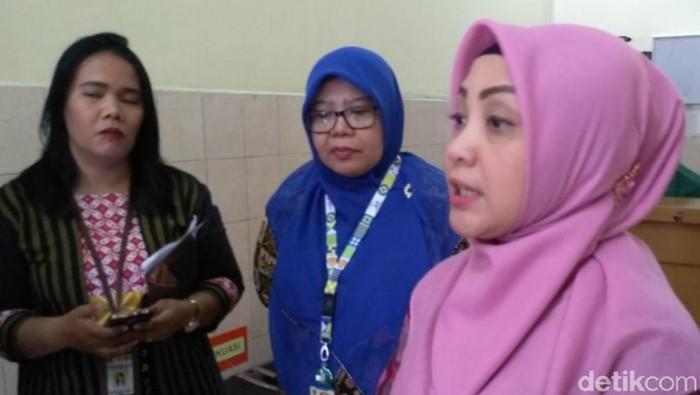 Foto: Budi Warsito-detikcom. Dokter spesialis anak Ayodhia Pitaloka Pasaribu di RSU Pusat Haji Adam Malik Medan yang menangani pasien difteri