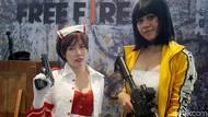 Cosplayer Seksi Meriahkan Final IndiHome eSports League