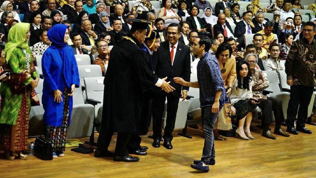 Busana Santai Nadiem di Pelantikan Rektor Dikiritik, Ini Kata Kemendikbud