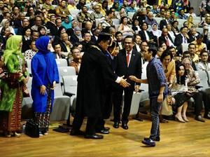 Busana Nadiem Makarim di Pelantikan Rektor UI Dikritik Terlalu Santai