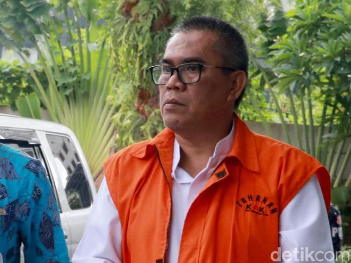 Bupati nonaktif Muara Enim, Ahmad Yani, diperiksa KPK. Ia diperiksa terkait kasus suap pekerjaan proyek di Dinas PUPR di Kabupaten Muara Enim.