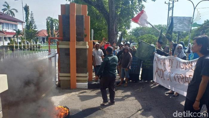 Foto: Petugas kebersihan di Parepare minta gajinya segera dibayar (Hasrul-detikcom)
