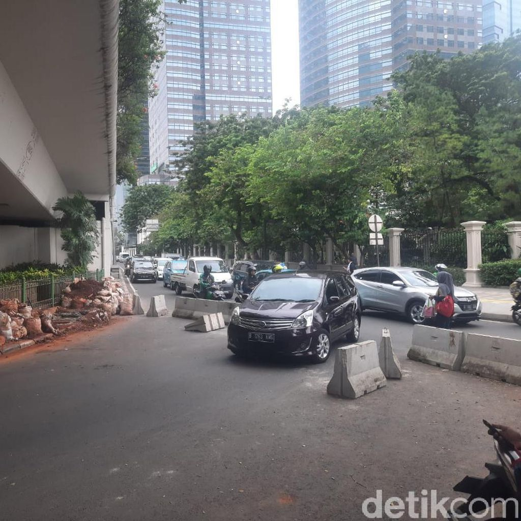 Pembatas U-Turn Jalan Satrio yang Dibongkar Paksa Belum Diperbaiki
