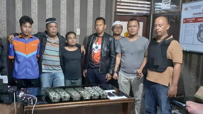 Asmara Lase dan Fajar, pelaku pencurian 13 camera trap milik BKSDA ditangkap polisi. (Foto: Istimewa)
