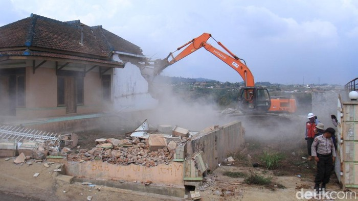 PN Sumedang eksekusi tiga lahan dan bangunan yang berada di proyek Tol Cisumdawu. (Foto: Wisma Putra/detikcom)