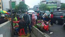 Tanah Abang Semrawut! PKL Hingga Bajaj Jajah Trotoar