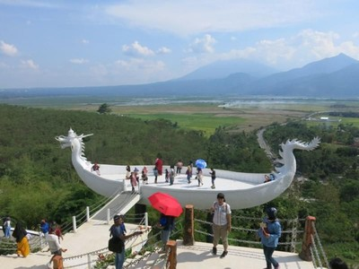 Bahtera Naga Megah di Bukit Ngrawan