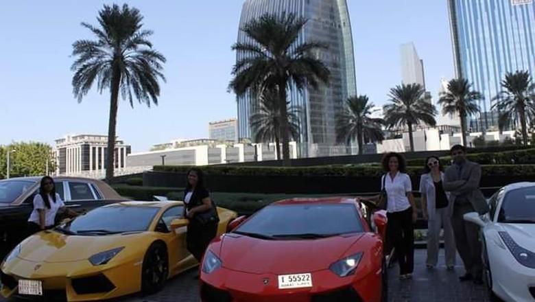 Deretan mobil mewah di jalanan Dubai (Istimewa)