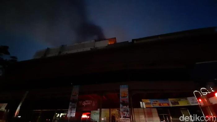 Kebakaran di Mal Lokasari, Jakarta Barat (Yoki Alvetro/detikcom)