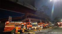 Pemadaman Kebakaran di Mal Lokasari Terkendala Sumber Air yang Jauh