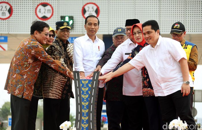 Presiden Joko Widodo (Jokowi) meresmikan Tol JORR 2 ruas Kunciran-Serpong, Jumat (6/12/2019).
