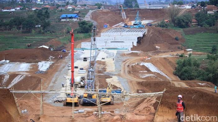 PN Sumedang mengeksekusi 3 bidang tanah di Kecamatan Tanjungsari, Sumedang, Jawa Barat. Lahan tersebut berada di kawasan terdampak proyek Tol Cisumdawu.