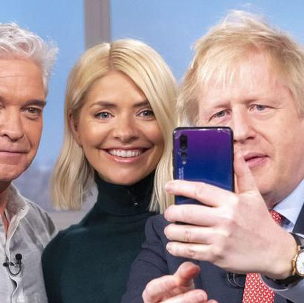 PM Inggris Pakai Ponsel Huawei Bikin Heran