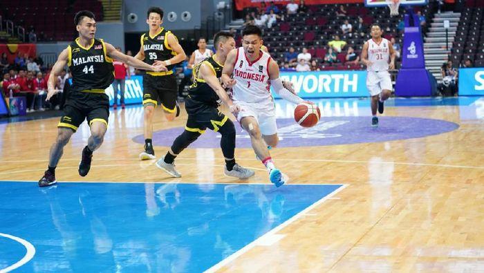 Timnas basket Indonesia mengalahkan Malaysia 101-92. Kemenangan Indonesia diinspirasikan performa oke Abraham Damar dan Andakara Prastawa.