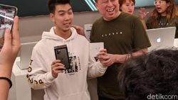 Antusiasme Apple Fanboy demi iPhone 11 Pro Resmi