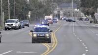 Brutal! Pura-pura Menyeberang, Pasangan Ini Berondong Mobil Polisi dengan 20 Tembakan