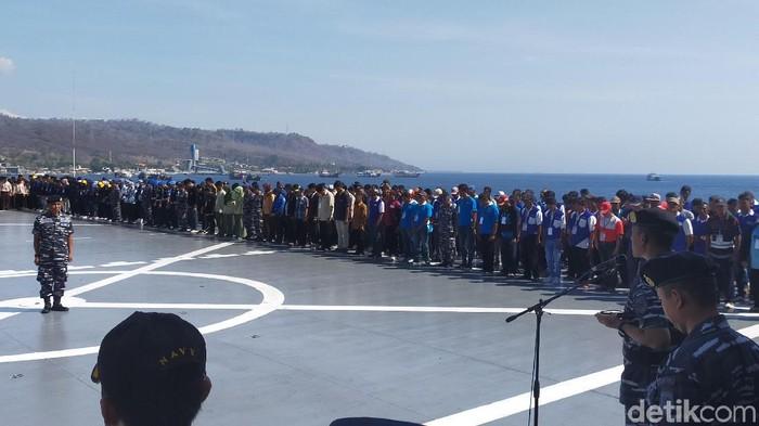 Latihan bela negara di KRI Surabaya 591 (Foto: Ardian Fanani)