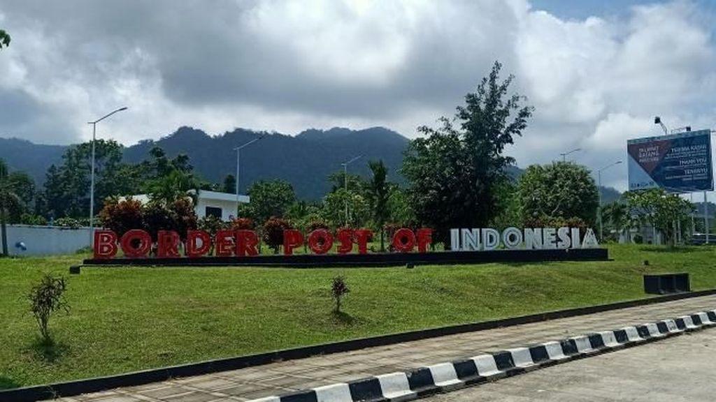 Foto: Bangga! Menginjakkan Kaki di Pos Perbatasan RI-Papua Nugini
