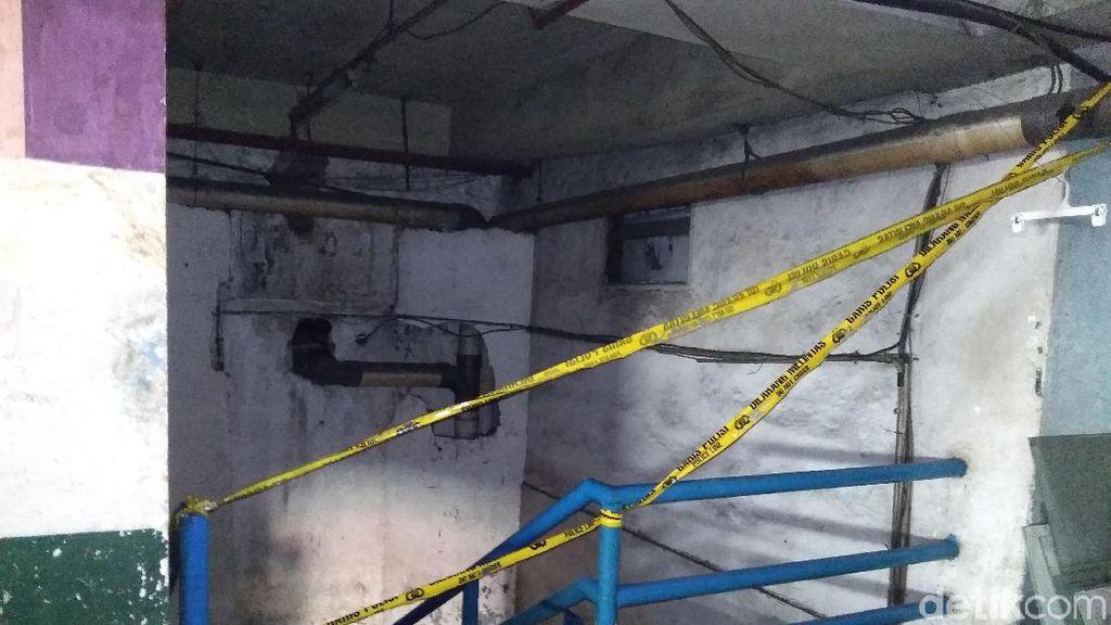 Garis Polisi Dipasang di Lokasi Kebakaran Mal Lokasari