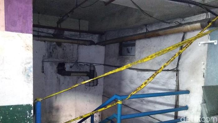 Garis Polisi Dipasang di Lokasi Kebakaran Mal Lokasari (Kadek/detikcom)