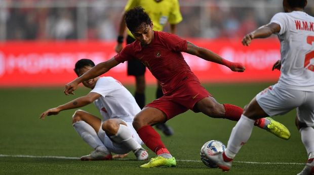 Osvaldo Haay menciptakan lima peluang emas ke gawang Myanmar. (
