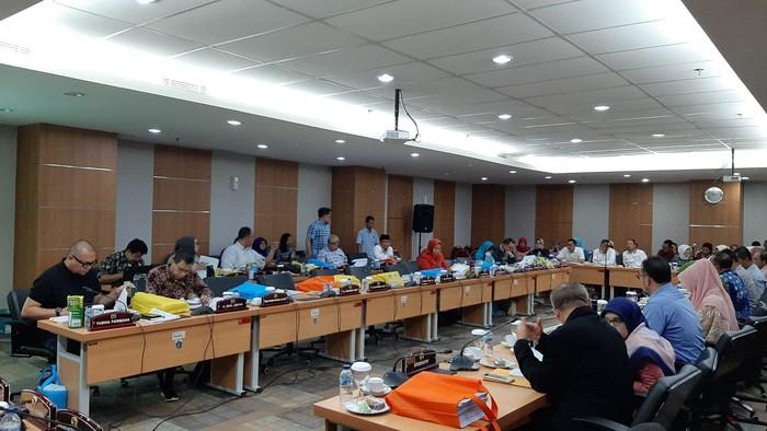 Foto: Raker Komisi E DPRD DKI Jakarta bareng Dinsos (Lisye Sri Rahayu-detikcom)