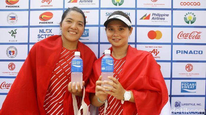 Beatrice Gumulya dan Jessy Rompies meraih medali emas dari cabang tenis nomor ganda putri di SEA Games 2019. (Foto: Grandyos Zafna/detikSport)
